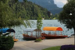 Loďky na jazere